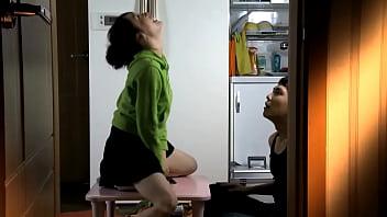 Scena erotica femminile della masturbazione 26