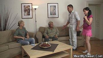 Старий трахаэт свою жену