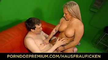 HAUSFRAU FICKEN - Amateur mature German housewife gets cum on tits in exciting hardcore hausfrau porndoe