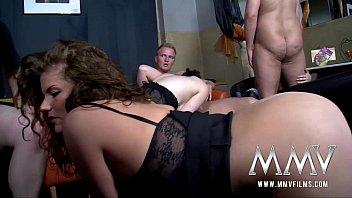 Госпожа ссыт на раба и заставляет лизать