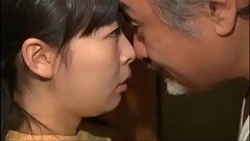 Ông hàng xóm già bắt đứa cháu gái teen trồng chuối