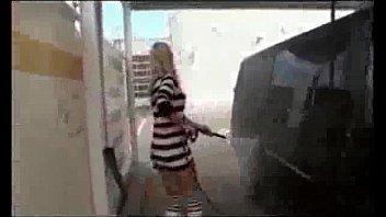Видео трахают на улице в жопу