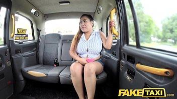 FAKE TAXI หนังโป๊ฝรั่งเย็ดสาวอาบอบนวดไทย จัดหนักกันบนแท็กซี่อังกฤษ รูหีหลวมมาจากไหนโดนควยPORNคนขับรถฝรั่งไปร้องดังซะคนเดินข้างทางเกือบมองเห็นว่าเย็ดกัน