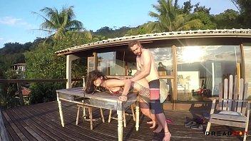 Putaria na Ilha - Boquete na Praia, sexo com vista pro mar e duas gozadas - Dread Hot troca de casais maduros
