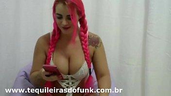 Debora Fantine Na Web Cam com Vinho e Leite moça