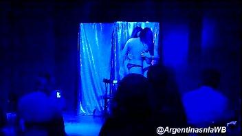Striptease de Daiana Antivero y Andru Olivera en el Teatro