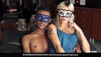 CASTING ALLA ITALIANA - Una bionda amatoriale gode di una scopata dura nel cast italiano