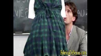 Follandome intensamente a la cachonda de mi novia en el colegio cogiendo duro hasta corrida interna