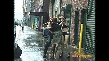 Мэнди Блю секс на улице секс втроем брюнетка