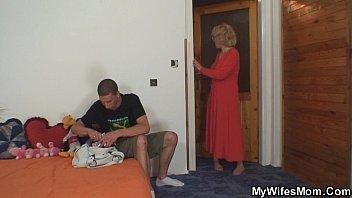 Русский инцест сын трахает маму