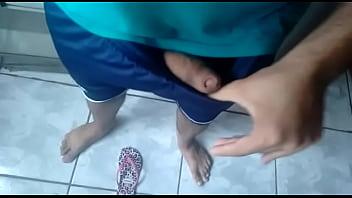 Punheta com os pés , oops sem calcinha