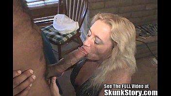Трахает жену и снимает на камеру