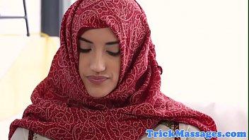 الجمال العربي مارس الجنس على طاولة التدليك