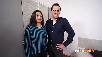 Parejita sale de compras y la convencemos para grabar porno