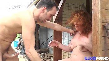 Diane, cougar affamée se fait défoncer dans son jardin