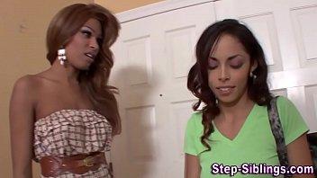 Молодые темнокожие лесбиянки