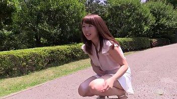 【羞恥】ブサカワ素人彼女と公園で遠隔ローター装着させてデートしたらしゃがみ込んじゃった…