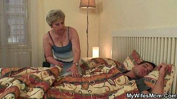 Смотреть порно онлайн сын трахает маму в хорошем качестве
