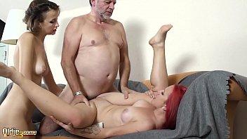 Doua Tinere Futute De Bunicul Care A Luat Viagra