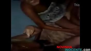garotas novinhas mamando amigo na casa dele