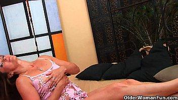 Секс видео сын трахает мать большим членом