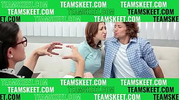 Фото девушек в купальниках стрингах на пляже