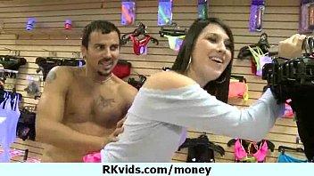 Видео жена делает миньет за деньги