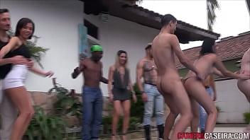 Festa liberada com v&aacute_rias ninfetas safadas