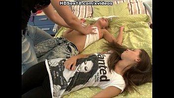 Молодые девушки первый анальный секс