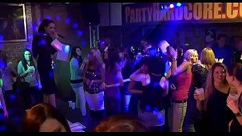 На танца х в клубе порно