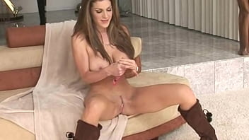 Puta tetona masturbandose