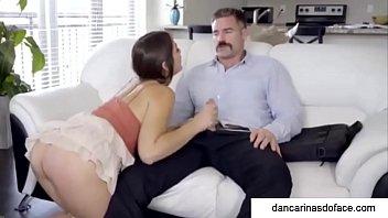 Pai Come a Filha na Frente da M&atilde_e [ DancarinasDoFace.com ]