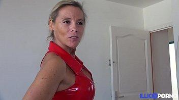 Elle se découvre femme fontaine dans un plan cuckold avec son mari ! [Full Video]