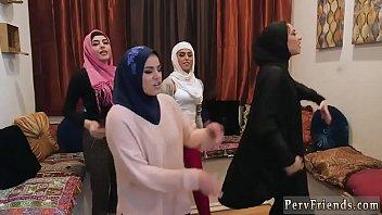 في سن المراهقة واقع أول مرة فتيات العرب الساخنة محاولة رباعية