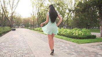 Видео девушек в прозрачных юбках