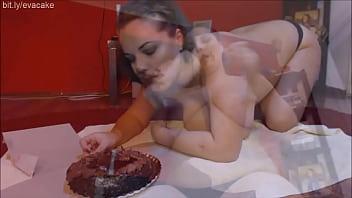 Piggy style cake stuffing