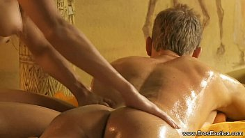 Interest Massage Tutorial With Blonde MILF