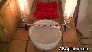 Seringue enema pour un lavement BDSM
