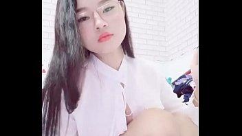 Kieu Trinh bigo live lộ đầu vú 23/7/2019