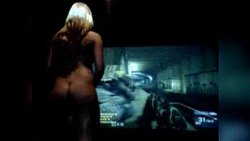 Hot Girl Playing Battlefield 3 Nude