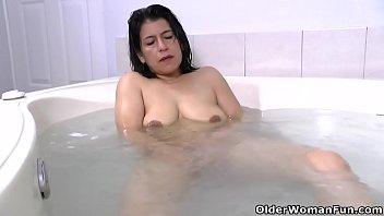 Latina milf Anabella needs a relaxing bath