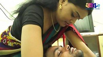 هندي البيت الرومانسية مع مهندس البرمجيات