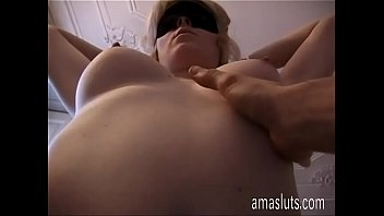 Amateur blondie jerks off her