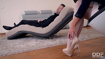 Horny Psychologist Seduces Foot Fetish Lover into Hot Fuck - 69VClub.Com