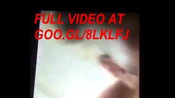 Мама сняла лифчик перед сыном видео
