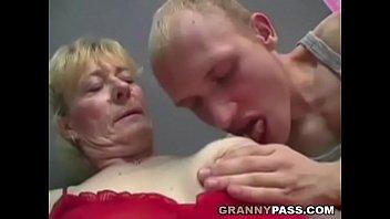 Порно зрелые женщины волосатые кончают