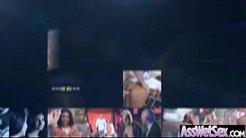 Видео на вечеринке пияни девушка раздеваются