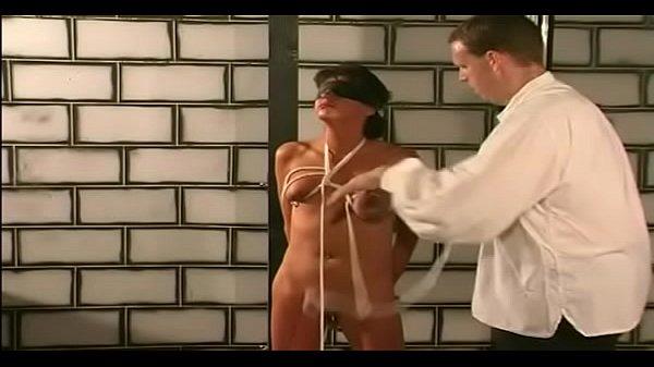 Коллеги предаются страстному сексу на работе