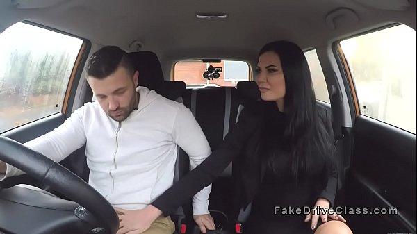 Видео порнушка ебут и мучают телок толпой