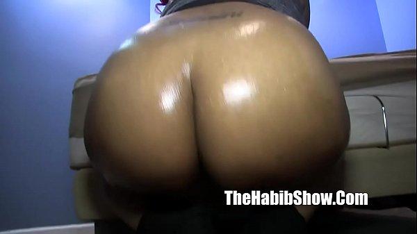 Мамаша в черных чулках и на шпильках порно